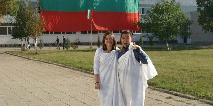 Кети (вдясно) на античен празник в НГДЕК, 2011 г.